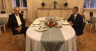 Zeman beszél Koszovóról, Áder János nem