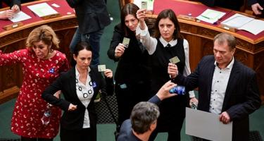 A parlament is munkahely, még ha a képviselők nem is dolgoznak