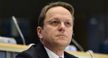 A Várhelyi-ügy az EU válságát mutatja