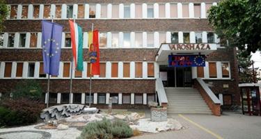 Dombóvár: 30 százalékkal csökkentették a képviselői fizetéseket