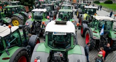 Traktorok zárják le Berlin központját