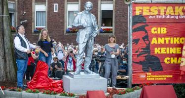 Lenin-szobrot avattak Németországban