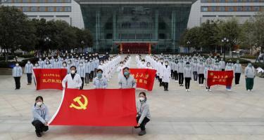 Kína: a kommunisták a járvány elleni harc élvonalában