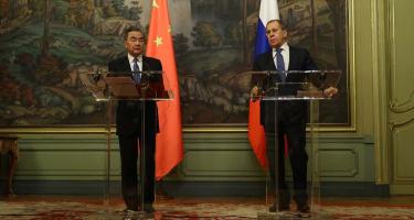 Kína és Oroszország nem fognak úgy táncolni, ahogy az USA és az EU fütyül