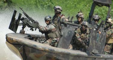 Miért jön az amerikai haditengerészet rohamcsapata?