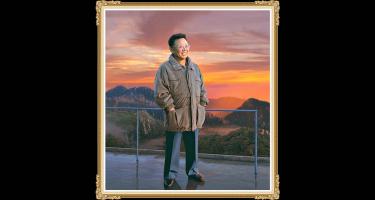 Kim Dzsong Il - a Koreai Munkapárt, a Koreai Népi Demokratikus Köztársaság egykori vezetőjére emlékezünk