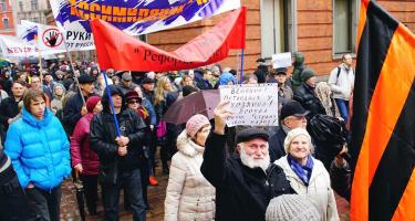 Lettországban két lábbal rúgnak a nemzeti kisebbségbe